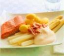 16 asperges met zalm en schuimige sabayon