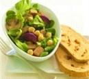 recepten-vandaag-salade-met-kikkererwten-en-grillworst