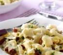penne_met_kaassaus_bloemkool_gedroogde_tomaten__pijnboompitjes_en_mozzarella_recepten_vandaag