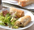 recepten vandaag Champignon , prei  en walnootstrudels en een Italiaanse salade 1387