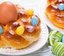 vers-gebakken-paasbrood-met-gekookt-eitje-recepten-vandaag