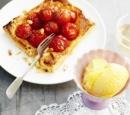 receptenvandaag tomaten-honingtaartje met pijnboompitjes en tijm