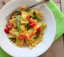 receptenvandaag ravioli met rucola, tomaat, ui en knoflook