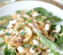 receptenvandaag peer-geitenkaas salade met amandel, honing en oregano