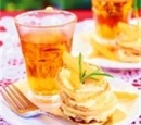 Kwarkpannenkoekjes-met-sinaasappelcreme-en-vers-fruit-recepten-vandaag