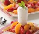 witte-chocolademousse-met-sinaasappelsaus-en-aardbeien