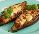 receptenvandaag Aubergines uit de oven met tomaten, basilicum en pijnboompitten