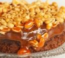 receptenvandaag Brownietaart met karamel en pinda's
