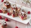 frambozencake-met-amandelcrumble-recepten-vandaag
