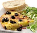 18 aardappeltortilla met salami en olijven