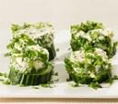 20 komkommer hapjes met roomkaas en verse kruiden