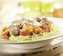 1 spaghetti met saucijsjes,  paprikamix en tomatensaus