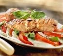 11 salade caprese met gegrilde zalm en balsamicoazijn