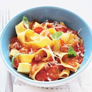1 pappardelle in pittige saus