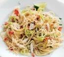 1 spaghetti met makreel en oude kaas