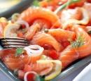 11 zalmcarpaccio met tomaat en ui
