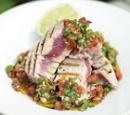 11 jamie oliver: gegrilde tonijn met salsa van tomaten en koriander