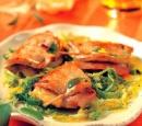 20 varkensrolletjes met ham & kaas geserveerd met kool