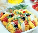 1 pastasalade met tomaatjes en rucola